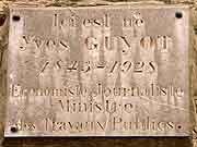 plaque commemorative yves guyot dinan